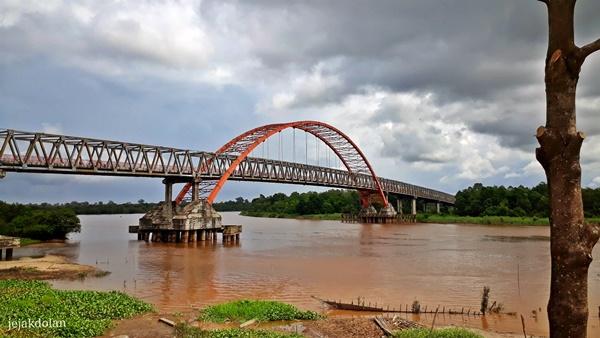 Jembatan Kahayan Dari Taman Pasuk Kameluh