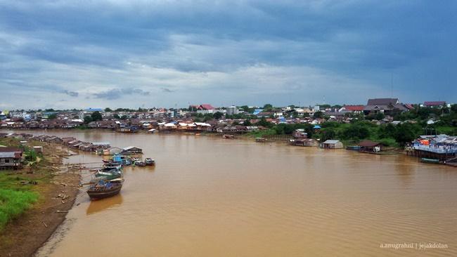 Pemandangan Sungai Kahayan di Kota Palangka Raya