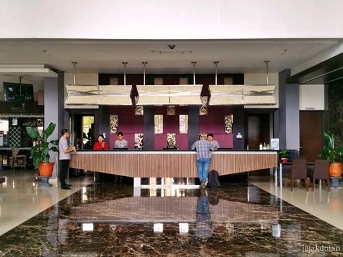 Lobi Hotel Aston Purwokerto