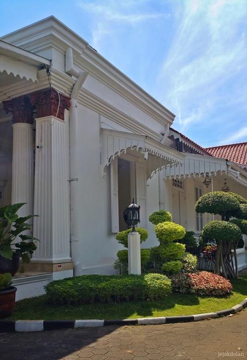 Ornamen Pada Bekas Istana Oei Tiong Ham