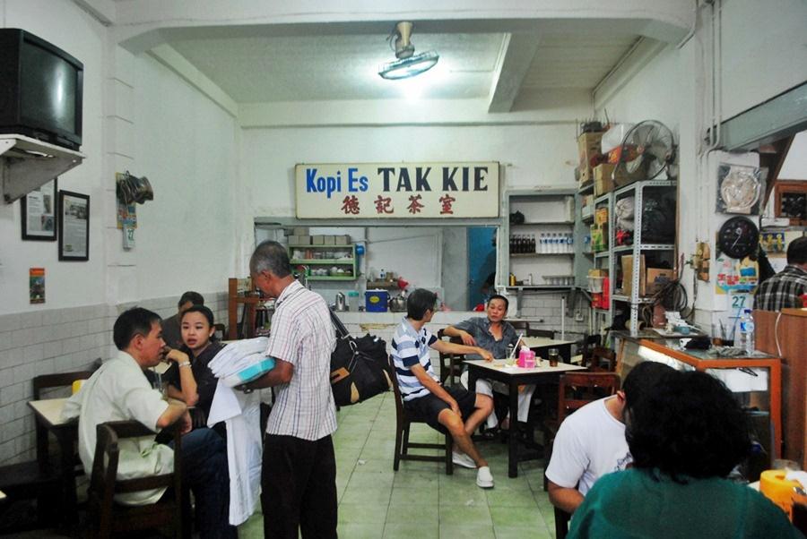 opi Es Tak Kie, Kuliner Legendaris di Petak Sembilan