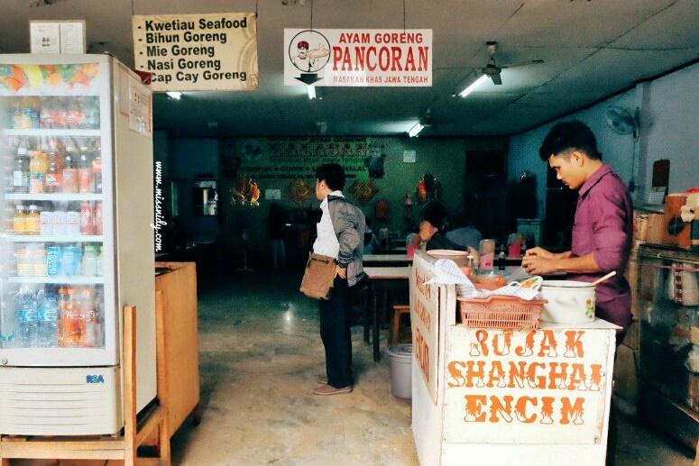 rujak shanghai encim - kuliner legendaris di petak sembilan