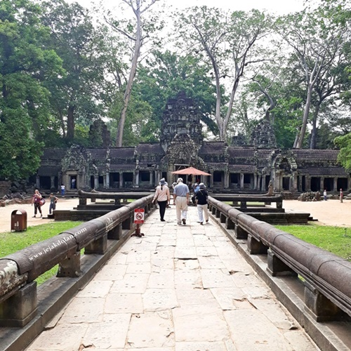 Aturan Berpakaian di Angkor Wat - Angkor Archaeological Park