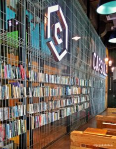 Perpustakaan di Capsule Transit KLIA2
