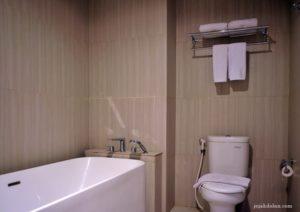 Kamar Mandi Suite Room Pesonna Hotel