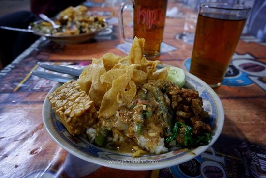 Rekmendasi Kuliner Malang, Pecel Kuah Rawon