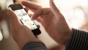 tips mengamankan foto di ponsel saat traveling