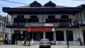 Resto Pringsewu - Restoran di KOta Lama Semarang