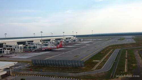 Transit lama di bandara ngapain enaknya ya?