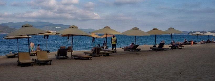 liburan aman ke pantai